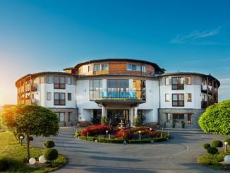 Hotelansicht-Eingang-Larimar (c) Hotel Larimar, Mario Unger (Kopie)